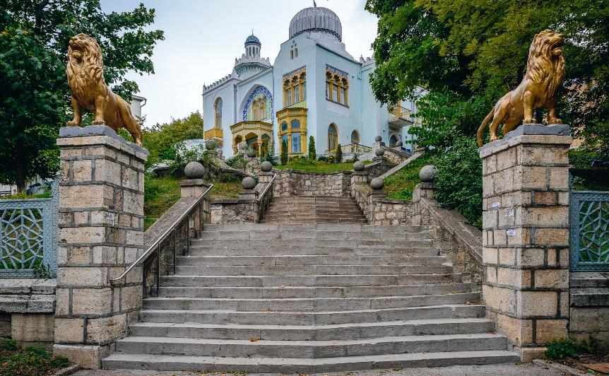 kavkazskie-mineralnye-vody-sozvezdie-kurortov-dlya-ozdorovleniya-i-otdyha-foto-zheleznovodsk-dvorets-emira-buharskogo