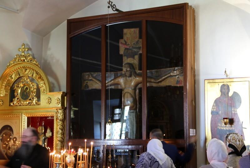 pravoslavnye-relikvii-rossii-8-samyh-znamenityh-i-pochitaemyh-foto-godenovskiy-zhivotvoryaschiy-krest-v-hrame-yaroslavskoy-oblasti-v-sele-godenevo