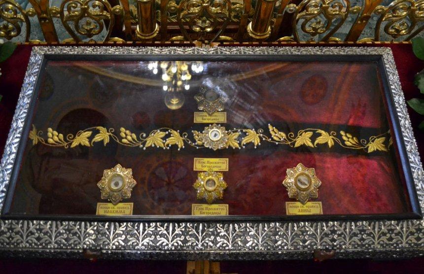 pravoslavnye-relikvii-rossii-8-samyh-znamenityh-i-pochitaemyh-na-foto-chastitsa-poyasa-bogoroditsy