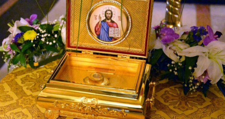 pravoslavnye-relikvii-rossii-8-samyh-znamenityh-i-pochitaemyh-na-foto-chastitsa-rizy-gospodnya-v-kovchege-yaroslavl-poselok-tolga