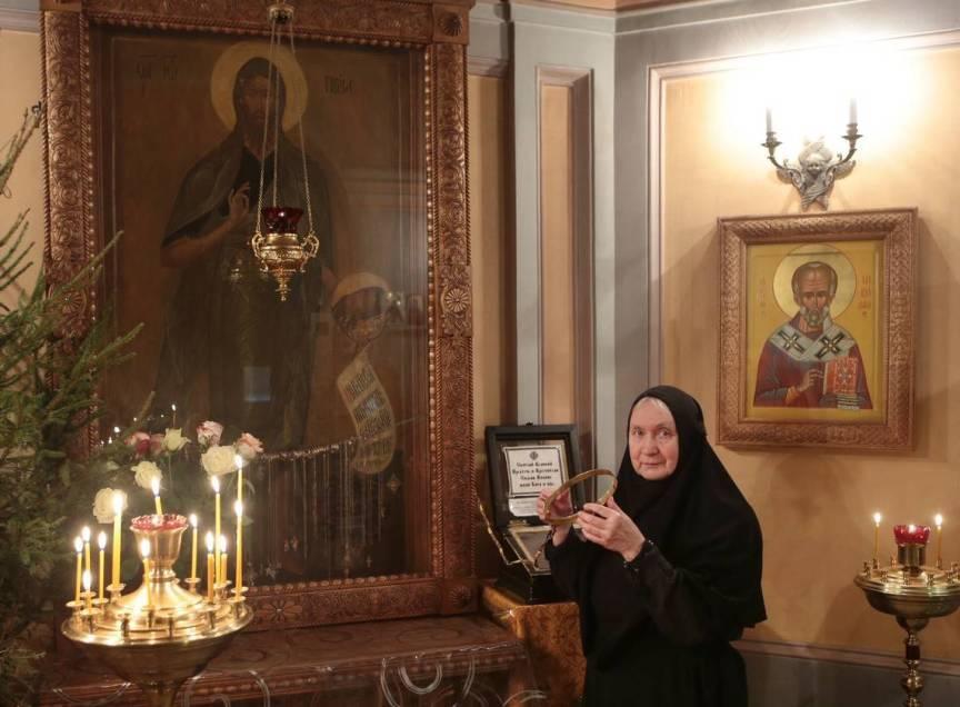 pravoslavnye-relikvii-rossii-8-samyh-znamenityh-i-pochitaemyh-na-foto-ikona-ioanna-predtechi-krestitelya-s-obruchem-v-zhenskom-monastyre-moskava