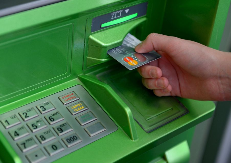 chto-delat-esli-plastikovaya-karta-sberbanka-ostalas-v-bankomate-instruktsiya