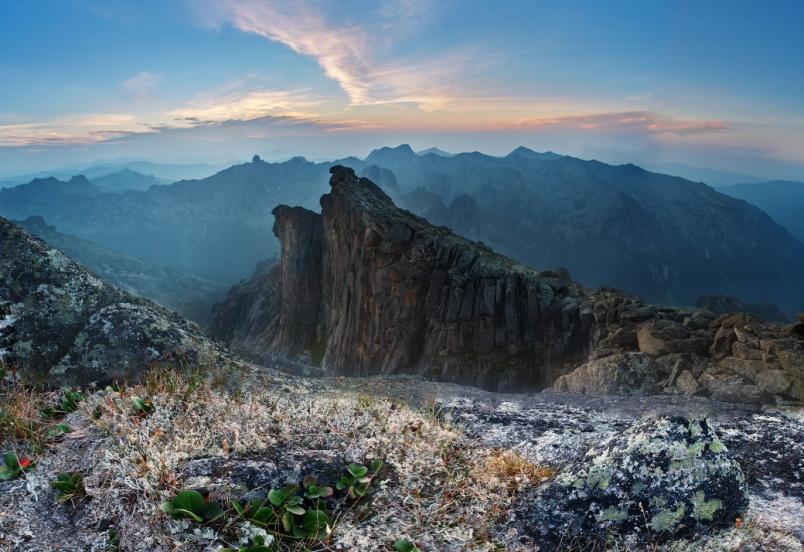 gory-rossii-dlya-puteshestviy-dostoprimechatelnosti-peyzazhi-razvlecheniya-foto-park-ergaki-gora-zub-drakona-krasnoyarskiy-kray