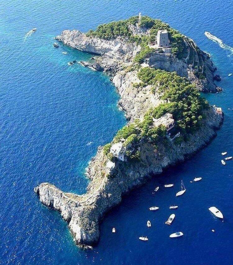 kak-vyglyadit-ostrov-i-poluostrov-v-chyom-ih-raznitsa-i-otlichie-foto-ostrov-sirenuze-v-obraze-delfina-yuzhnaya-italiya