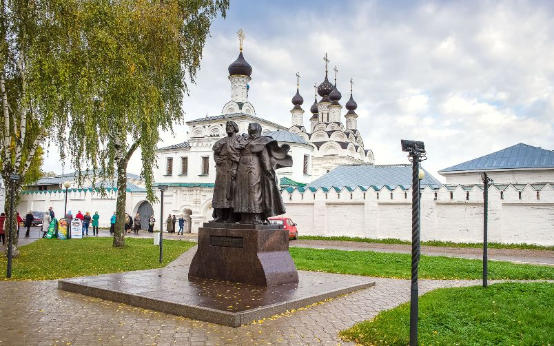 krasoty-vladimira-i-drugih-gorodov-zolotogo-koltsa-vladimirskoy-oblasti-foto-gorod-murom-pamyatnik-petru-i-fevronii