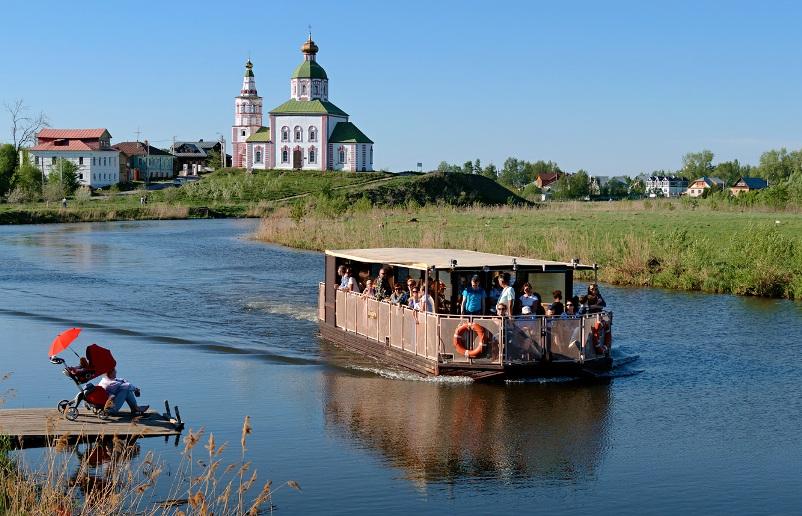 krasoty-vladimira-i-drugih-gorodov-zolotogo-koltsa-vladimirskoy-oblasti-gorod-suzdal-rechnoy-tramvaychik-po-reke-kamenka