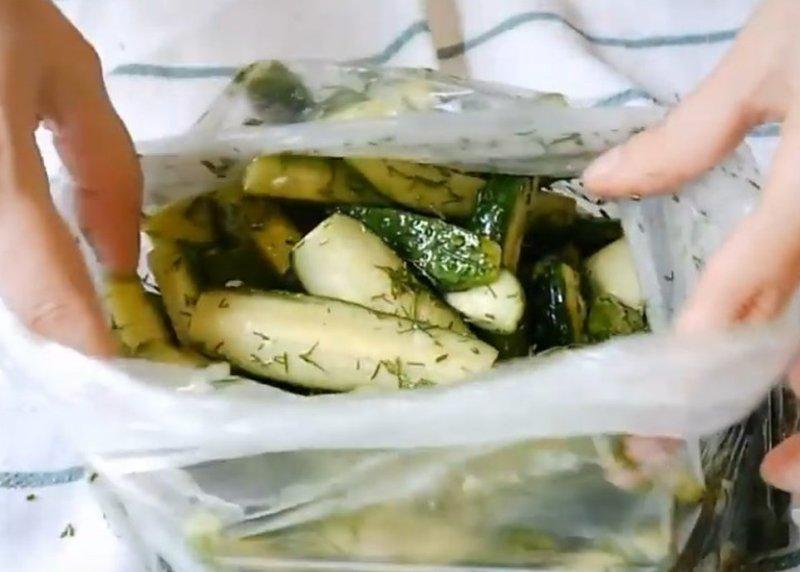 malosolnye-ogurchiki-vkusnyh-i-originalnyh-sposoba-prigotovleniya-foto-malosolnye-ogurtsy-s-limonom-v-pakete