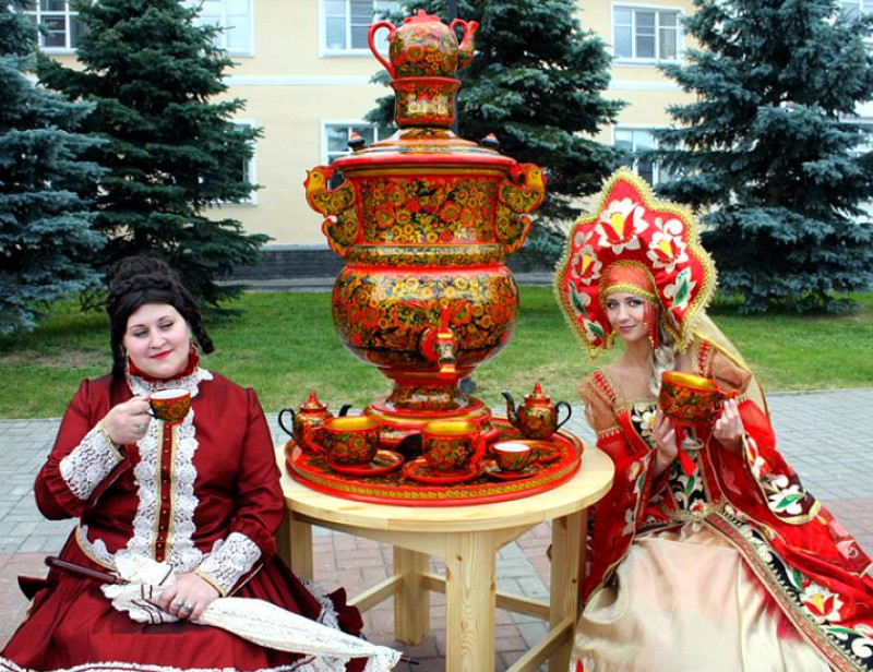 promyshlennyy-turizm-samye-luchshie-mesta-v-rossii-foto-zavod-hohlomskaya-rospis-gorod-semenov
