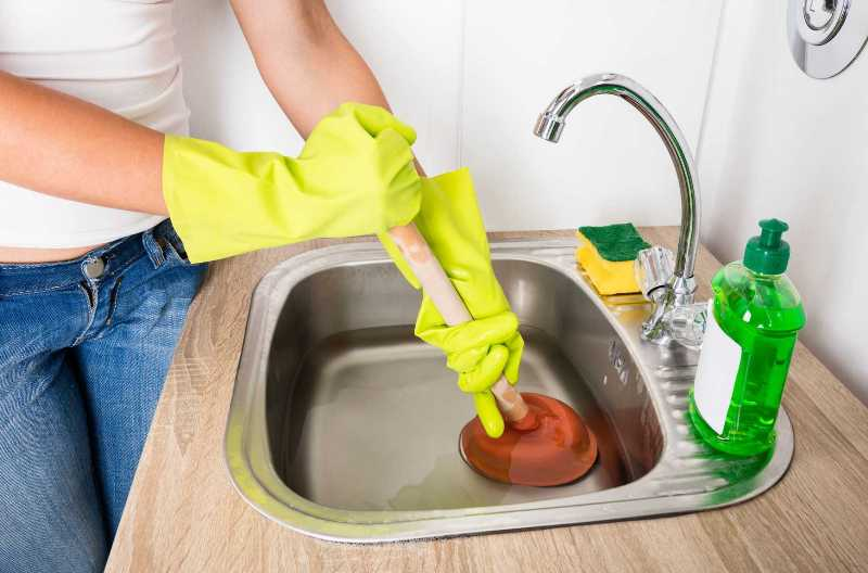 sposoby-profilaktiki-zasorov-i-polomok-santehniki-chistka-kanalizatsii