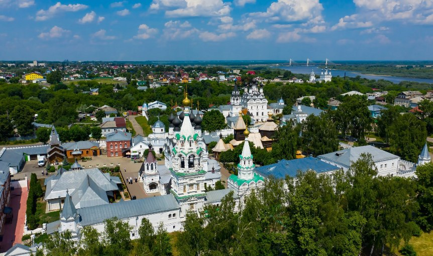 turizm-v-rossii-krasoty-vladimira-i-drugih-gorodov-zolotogo-koltsa-vladimirskoy-oblasti-foto-gorod-murom-troitskiy-monastyr-reka-oka