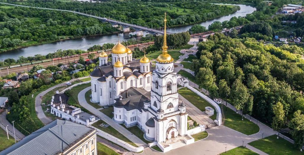 turizm-v-rossii-krasoty-vladimira-i-drugih-gorodov-zolotogo-koltsa-vladimirskoy-oblasti-foto-gorod-vladimir-uspenskiy-sobor-vid-s-vysoty