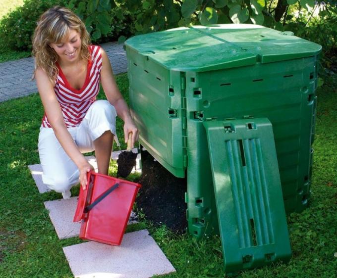 chto-podarit-sadovodu-ogorodniku-na-den-rozhdenie-foto-komposter-dlya-prigotovleniya-udobrenij