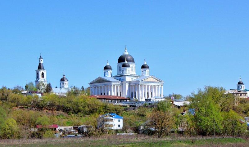foto-tserkov-zhivonosnogo-istochnika-i-voskresenskij-sobor-arzamas