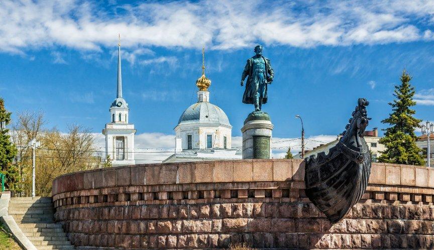 gorod-tver-i-tverskaya-oblast-dostoprimechatelnosti-foto-pamyatnik-afanasiyu-nikitinu-v-tveri