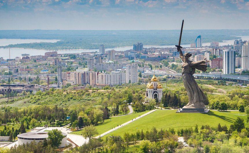 gorod-volgograd-i-oblast-dostoprimechatelnosti-foto-mamaev-kurgan-i-manument-rodina-mat