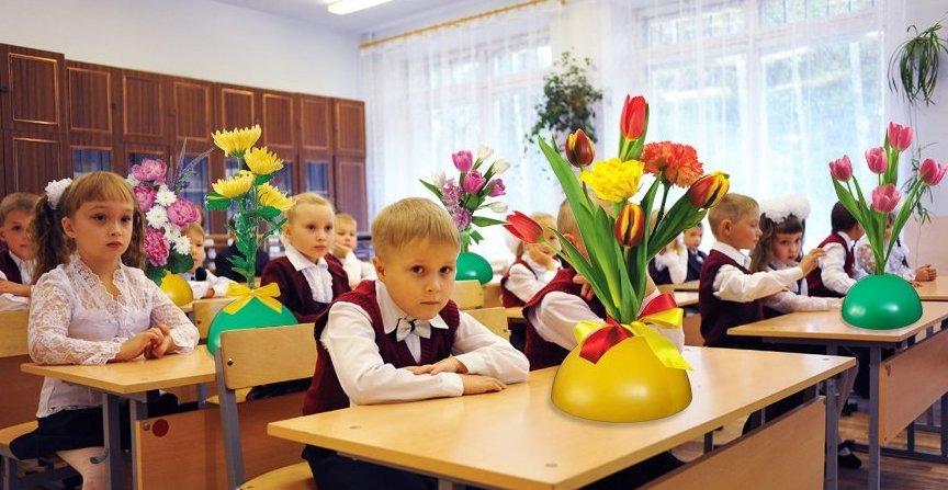 kak-ukrasit-i-oformit-klass-k-1-sentyabrya-sem-idej-foto-vazy-dlya-tsvetov-na-partah
