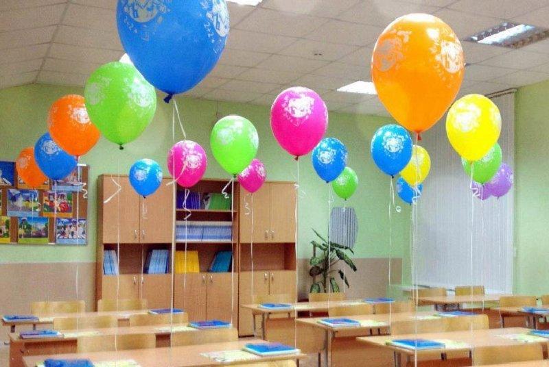kak-ukrasit-klass-k-1-sentyabrya-sem-idej-foto-ukrashenie-part-vozdushnymi-sharikami