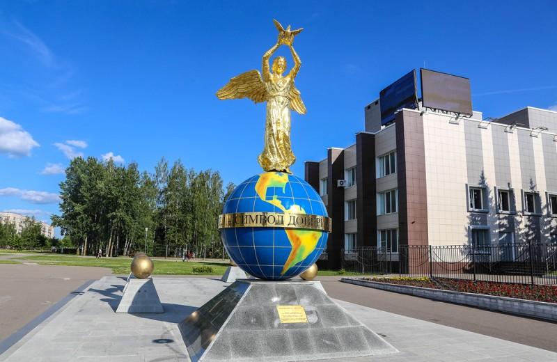 smolensk-i-oblast-dostoprimechatelnosti-foto-desnogorsk-pamyatnik-angel-mira