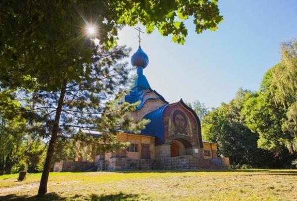 smolensk-i-oblast-dostoprimechatelnosti-foto-tolashkino-tserkov-svyatogo-duha