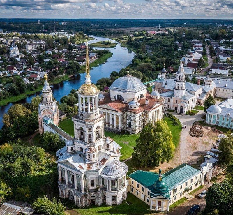 tverskaya-oblast-dostoprimechatelnosti-foto-gorod-torzhok-borisoglebskiy-monastyr