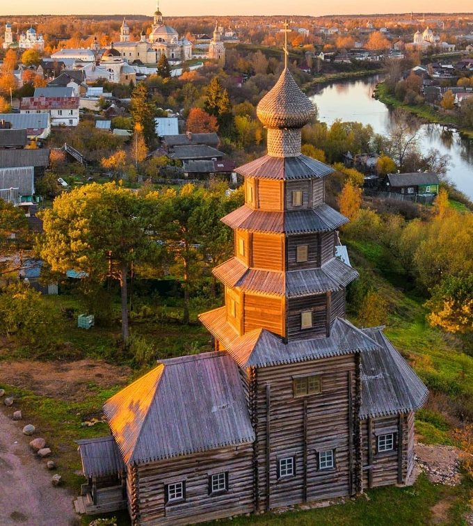 tverskaya-oblast-dostoprimechatelnosti-foto-gorod-torzhok-derevyannaya-staro-voznesenskaya-tserkov
