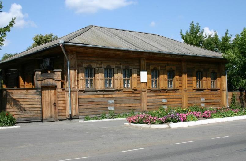 tyumen-i-oblast-dostoprimechatelnosti-gorod-yalutorovsk-muzej-dekabristov-dom-muravyova-apostola