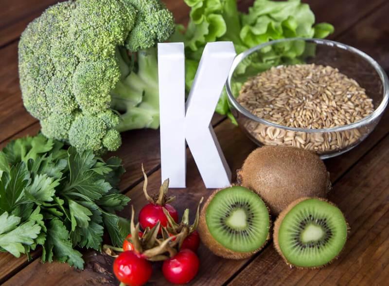 vitamin-k-polza-dlya-zdorovya-istochniki-vitamina-v-kakih-produktah-pobochnye-effekty