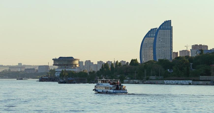 volgograd-i-oblast-dostoprimechatelnosti-foto-progulka-na-rechnom-transporte-v-volgograde-po-reke-volga