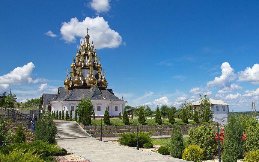volgograd-i-oblast-dostoprimechatelnosti-foto-serofimovich-volgogradskaya-obl-ust-medvetskij-spaso-preobrazhenskij-monastyr