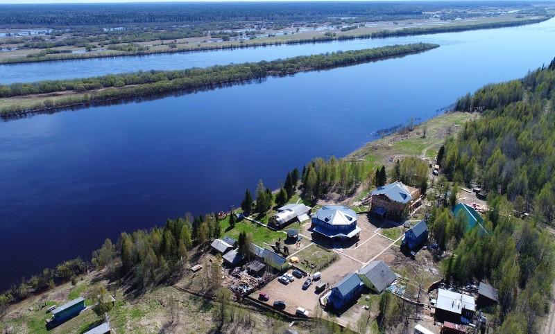 arhangelsk-i-oblast-dostoprimechatelnosti-foto-golubino-reka-penega-lesnoj-otel-turisticheskij-kompleks