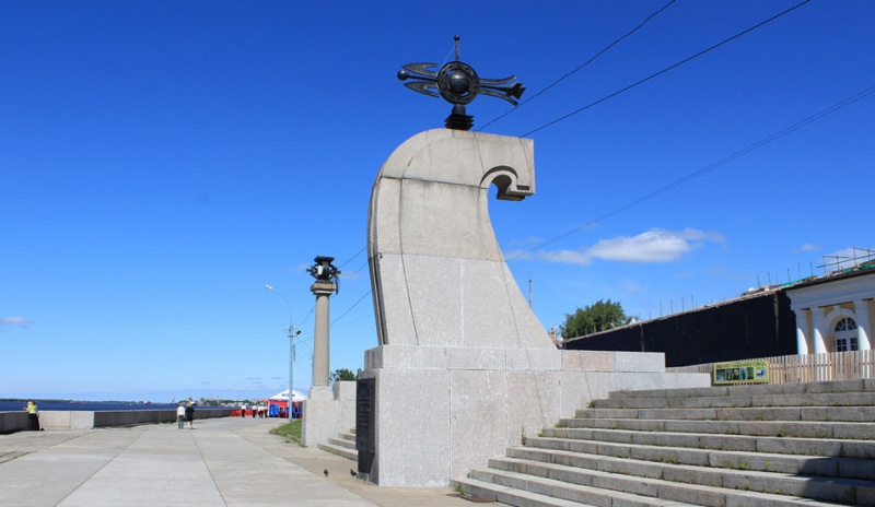 arhangelsk-i-oblast-dostoprimechatelnosti-foto-stela-v-chest-400-let-arhangelsku