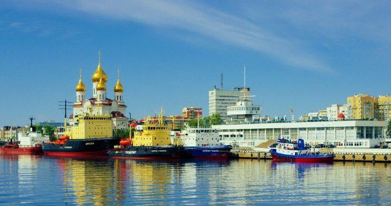 gorod-arhangelsk-i-oblast-dostoprimechatelnosti-foto-port-morskoj-rechnoj-vokzal