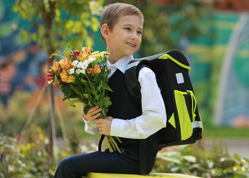 kak-pravilno-odet-malchika-na-1-sentyabrya-v-pervyj-klass-tri-varianta-komplekta-odezhdy