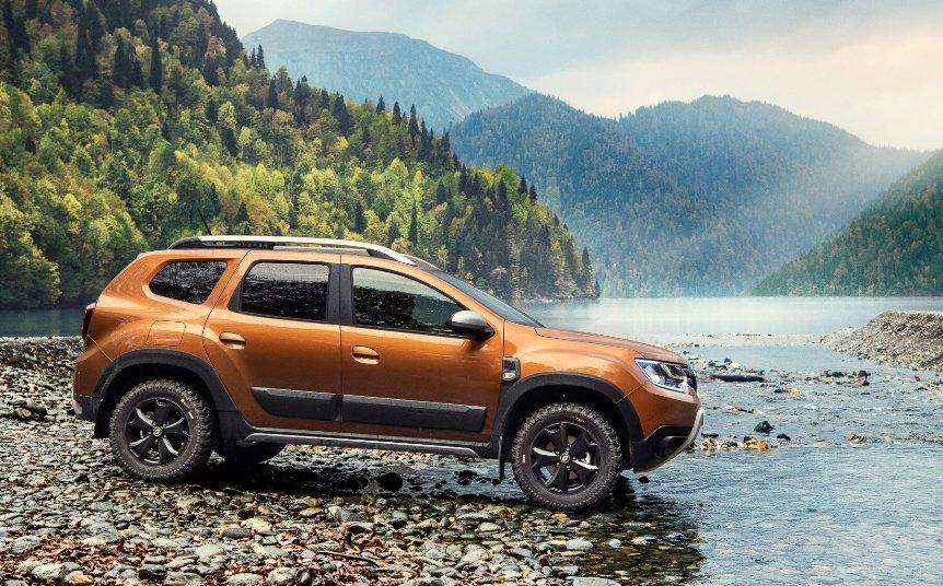 novyj-reno-daster-Renault-Duster-2-pyat-komplektatsij-2021-goda-foto-harakteristiki-i-tseny-vid-sboku